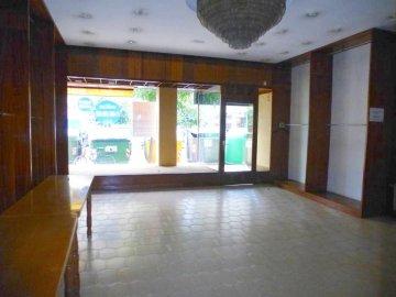 Foto 3 de Hermoso local comercial en primera zona de Gros