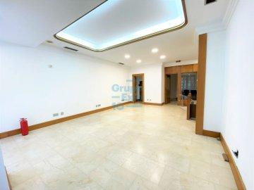 Foto 2 de Antiguo. Local de 51 m2 en planta baja y 57 m2 de sótano.