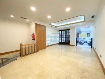 Foto 3 de Antiguo. Local de 51 m2 en planta baja y 57 m2 de sótano.
