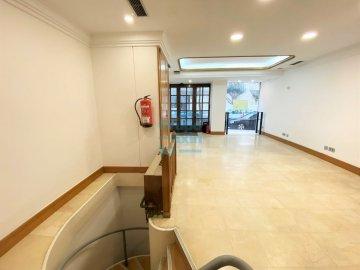 Foto 4 de Antiguo. Local de 51 m2 en planta baja y 57 m2 de sótano.