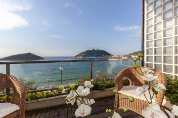 Foto 8 de Impresionante piso en Miraconcha con terraza y vistas directas sobre la bahía de San Sebastián.