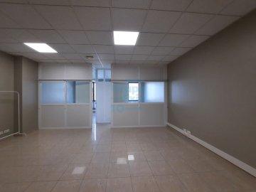Foto 2 de Oficina en estado impecable en Edificio representativo en el Polígono de Oficinas de Igara en San Sebastián. Excelentes acabados.