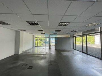 Foto 2 de Edificio Beiza, oficina haciendo esquina con 3 plazas de parking.