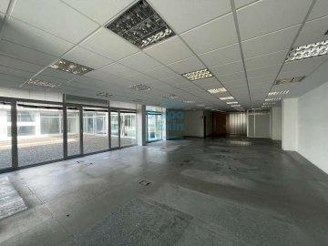 Foto 3 de Edificio Beiza, oficina haciendo esquina con 3 plazas de parking.