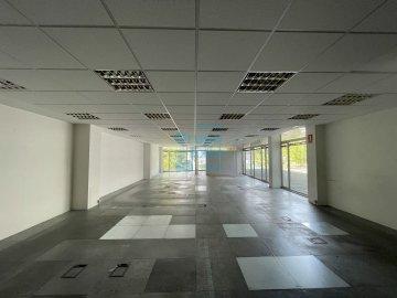 Foto 4 de Edificio Beiza, oficina haciendo esquina con 3 plazas de parking.