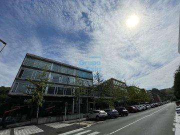 Foto 8 de Edificio Beiza, oficina haciendo esquina con 3 plazas de parking.