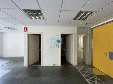 Foto 9 de Edificio Beiza, oficina haciendo esquina con 3 plazas de parking.