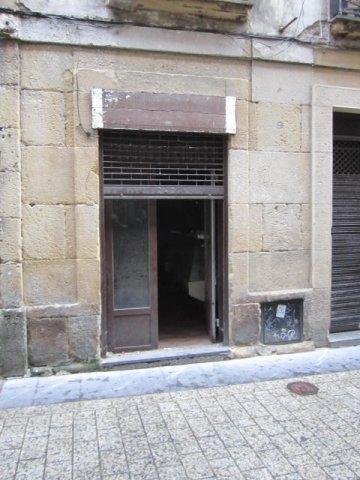 Foto 8 de Calle Pescaderia junto Centro comercial Bretxa