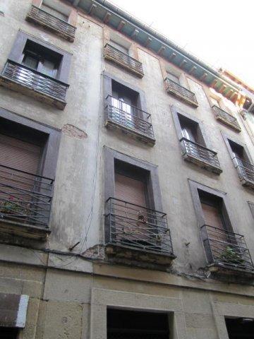 Foto 9 de Calle Pescaderia junto Centro comercial Bretxa