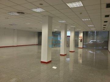 Foto 11 de Local de esquina en primera planta con escaparte de 737m². Acceso vehículos. Divisible