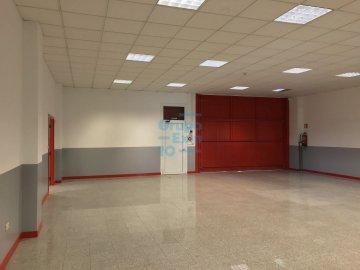 Foto 14 de Local de esquina en primera planta con escaparte de 737m². Acceso vehículos. Divisible