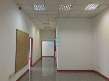 Foto 19 de Local de esquina en primera planta con escaparte de 737m². Acceso vehículos. Divisible