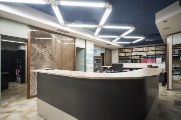 Foto 3 de Local comercial de 147m² acondicionada como oficina a pie de calle.