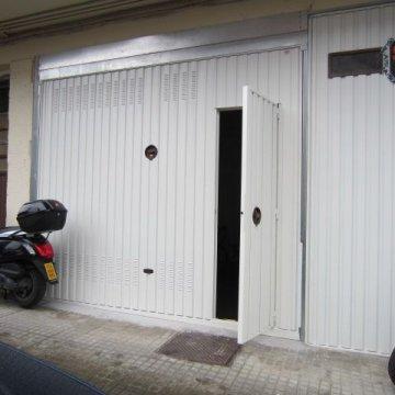 Foto 2 de San Sebastian, barrio Ayete, zona Gurutze, garaje cerrado de 25 m2 con fachada directa a la calle, se puede abrir fachada