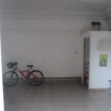 Foto 3 de San Sebastian, barrio Ayete, zona Gurutze, garaje cerrado de 25 m2 con fachada directa a la calle, se puede abrir fachada