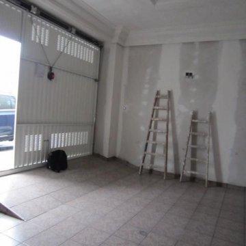 Foto 4 de San Sebastian, barrio Ayete, zona Gurutze, garaje cerrado de 25 m2 con fachada directa a la calle, se puede abrir fachada