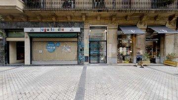 Foto 2 de En la calle Fuenterrabía, junto a Mango, próximo al centro comercial San Martin