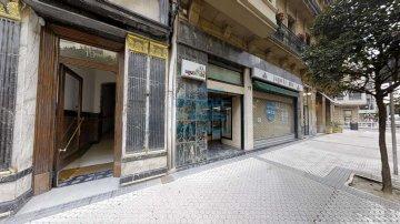 Foto 4 de En la calle Fuenterrabía, junto a Mango, próximo al centro comercial San Martin