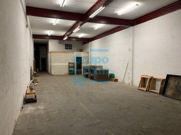 Foto 2 de Nave en sótano del antiguo edificio Bianchi, en c/ Oria, junto a Setalde y Eurolan (Rover)