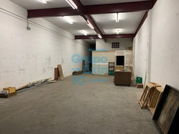 Foto 3 de Nave en sótano del antiguo edificio Bianchi, en c/ Oria, junto a Setalde y Eurolan (Rover)