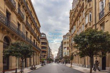 Foto 2 de Local de esquina con mucha visibilidad y amplios escaparates en el centro de la ciudad
