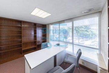 Foto 5 de Paseo los Olmos. Oficina acondicionada, exterior con amplios ventanales. Posibilidad de cambio de uso.