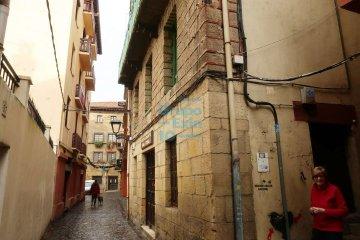 Foto 4 de En pleno casco histórico se vende bar restaurante próximo a embarcadero y plaza.