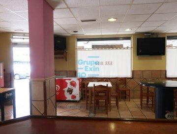 Foto 2 de Bar en funcionamiento totalmente instalado y equipado.