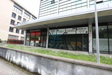 Foto 2 de Antiguo. Zona de Portuetxe, amplio local en funcionamiento. Se ofrece venta en rentabilidad.
