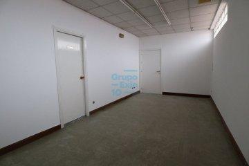Foto 3 de Usurbil. Polígono Ugaldea. Oficina diáfana, de gran tamaño y muy luminosa.