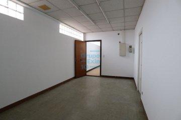 Foto 5 de Usurbil. Polígono Ugaldea. Oficina diáfana, de gran tamaño y muy luminosa.