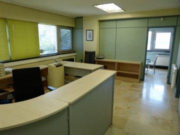 Foto 2 de Amplia oficina con amplios espacios y muchísima luz.
