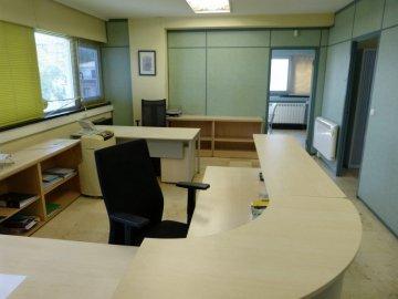 Foto 4 de Amplia oficina con amplios espacios y muchísima luz.
