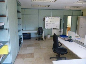 Foto 5 de Amplia oficina con amplios espacios y muchísima luz.
