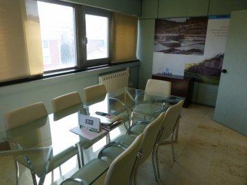 Foto 6 de Amplia oficina con amplios espacios y muchísima luz.