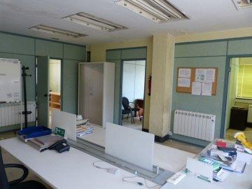 Foto 10 de Amplia oficina con amplios espacios y muchísima luz.