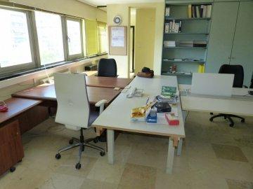 Foto 11 de Amplia oficina con amplios espacios y muchísima luz.