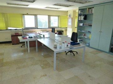 Foto 12 de Amplia oficina con amplios espacios y muchísima luz.