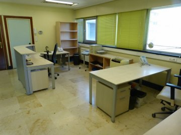 Foto 13 de Amplia oficina con amplios espacios y muchísima luz.