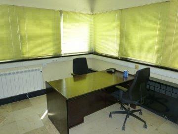 Foto 16 de Amplia oficina con amplios espacios y muchísima luz.