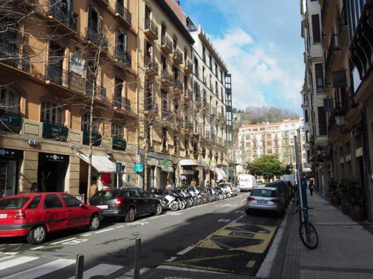 Versátil local comercial en inmejorable ubicación en pleno centro de Donostia, junto al Boulevard. Paso obligado a la Parte Vieja