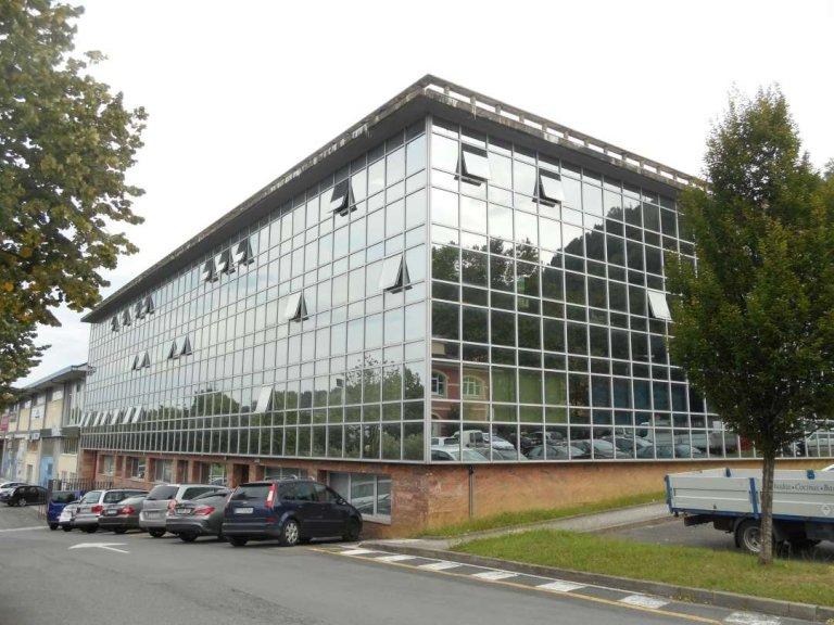 Venta oficina diáfana en el Edificio Brunet. Amplias ventanas y excelente acceso desde la autovía en Lasarte.