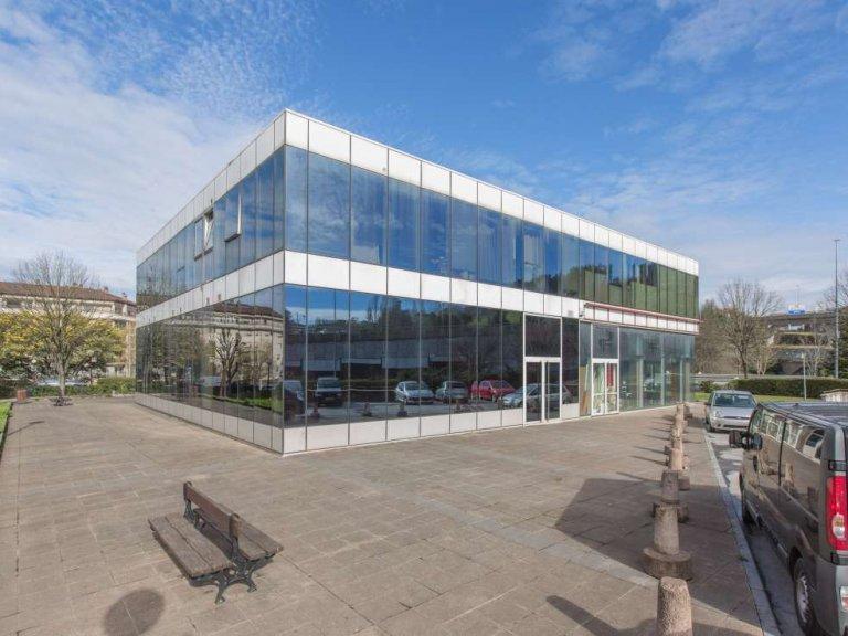 Oficina representativa, totalmente instalada en edificio de negocios a pie de la autovía, en Lasarte Oria