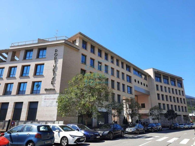 Oficina en estado impecable en Edificio representativo en el Polígono de Oficinas de Igara en San Sebastián. Excelentes acabados.