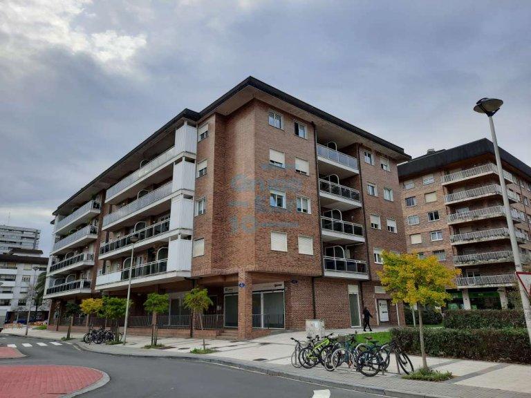 Oficina instalada, exterior y en buen estado en el Barrio de Lorea en San Sebastián.