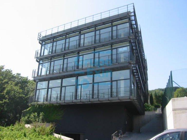 Edificio de oficinas representativo