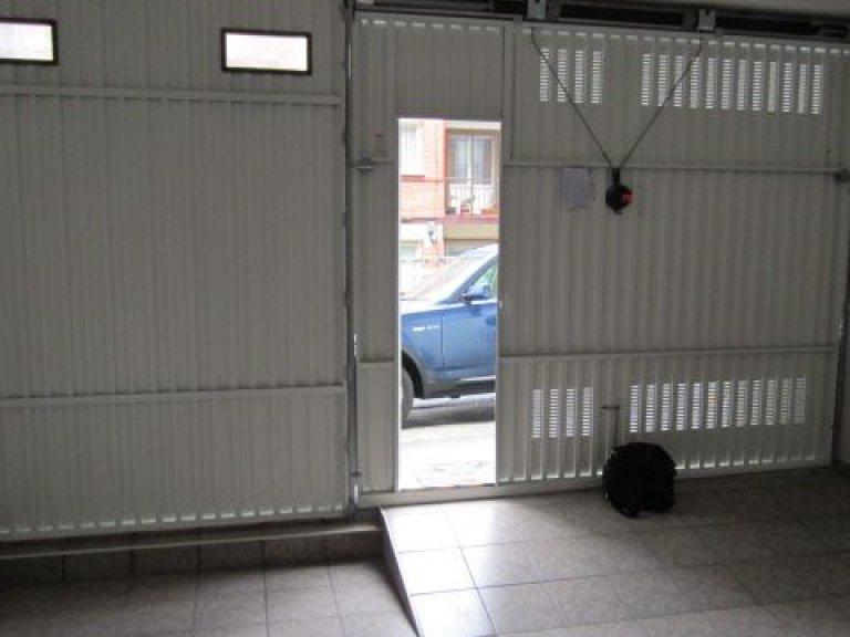 San Sebastian, barrio Ayete, zona Gurutze, garaje cerrado de 25 m2 con fachada directa a la calle, se puede abrir fachada
