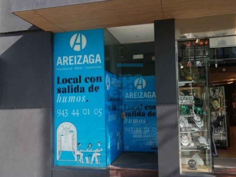 Local totalmente montado como boutique, en la Avda de la Libertad, cerca de la zona más comercial - Dispone de salida de humos