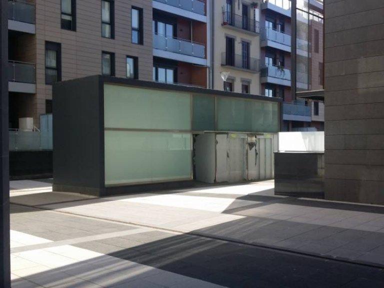 Foto 1 de calle lizarra, local/oficina con fachada a la calle lizarra y a la plaza interior
