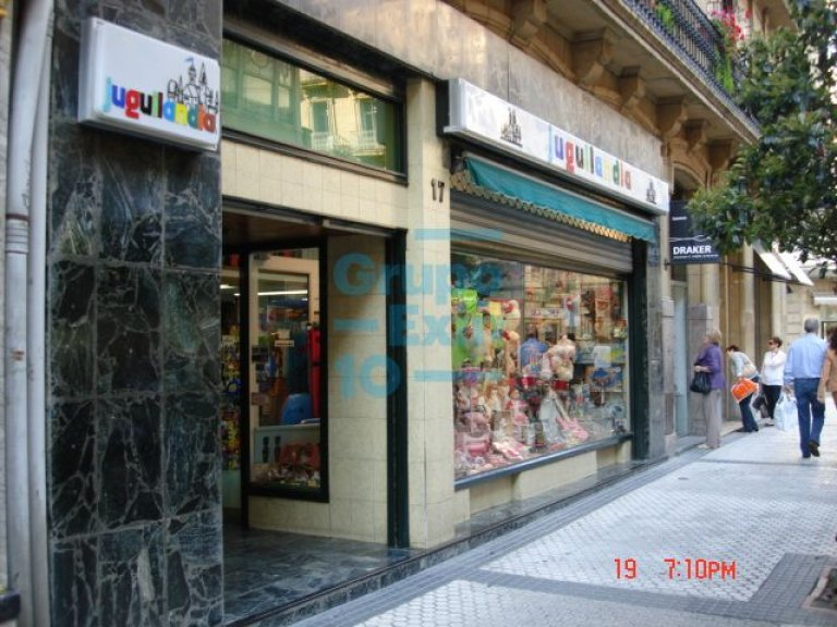 En la calle Fuenterrabía, junto a Mango, próximo al centro comercial San Martin